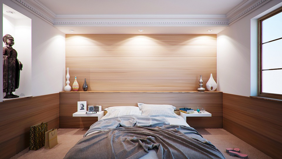 bedroom with decor